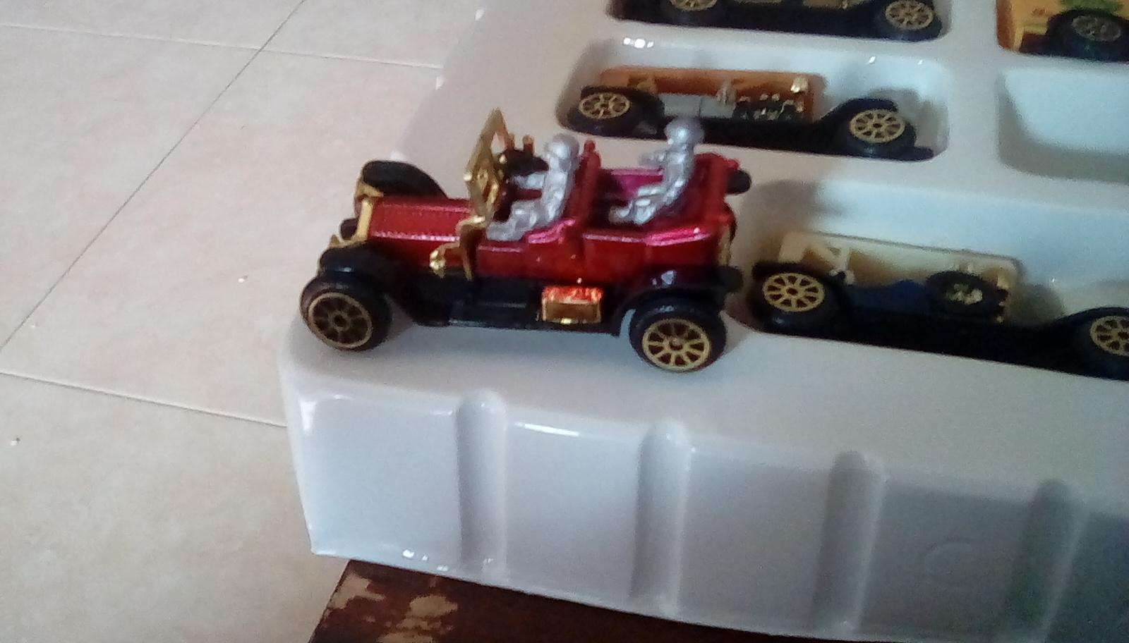 206mm figures with diecast car